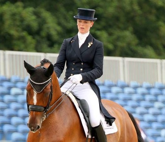 Joyce Lenaerts (Nederland) met JUDI frontriem Famous Classic crystal AB
